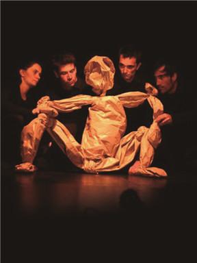 法国戏剧《纸人卡夫的英雄梦想》