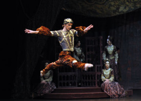 大型时尚芭蕾舞剧《时尚传奇》