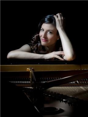 英国钢琴英格丽·杨克白独奏音乐会